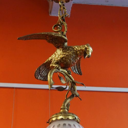 Bronze and crystal chandelier featuring an eagle. H : 70 cm