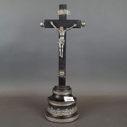 Christ on the cross in pewter and blackened wood. H : 44 cm