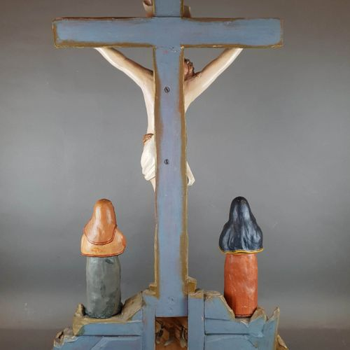 Christ on the cross in sculpted wood and 2 plaster figures. H : 97 cm W : 57 cm