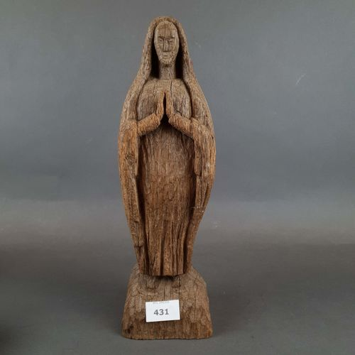 Saint in prayer in carved wood. H : 37 cm