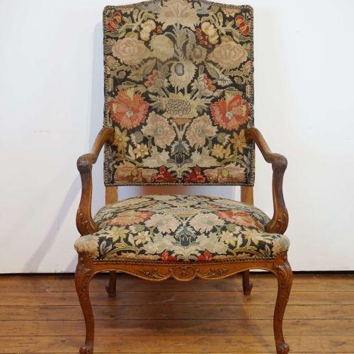 Fauteuil de style liégois recouvert de tapisserie