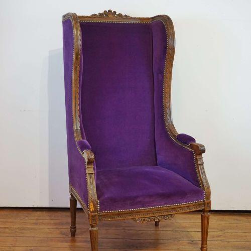 路易十六风格的胡桃木扶手椅