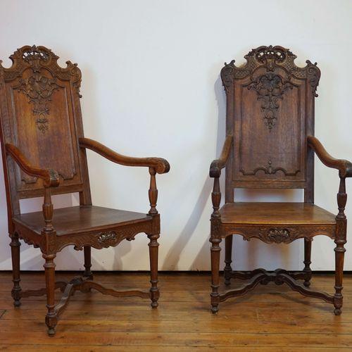 2 fauteuils de style liégeois en chêne sculpté