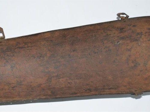 Partie de bras de défense indopersan. En fer gravé. XIXe siècle.