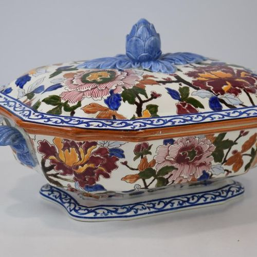 GIEN An earthenware tureen