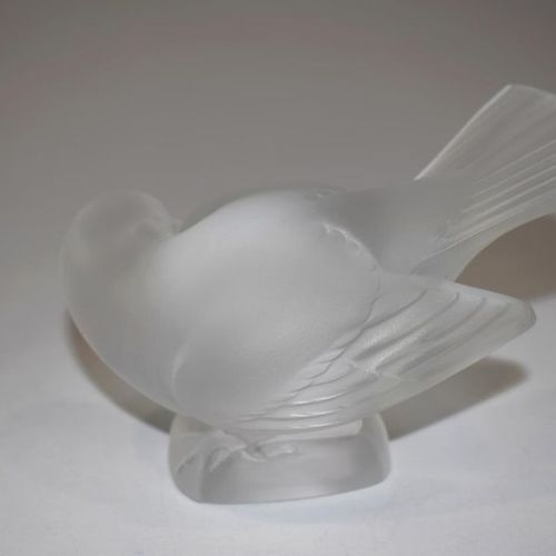 LALIQUE France A sparrow