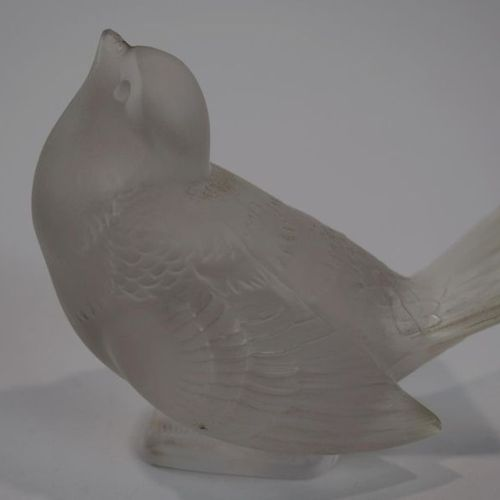 LALIQUE France A sparrow (slight sparkle in the beak)