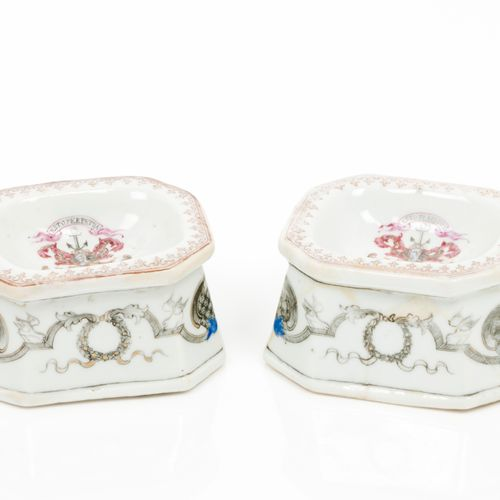 "A part dinner set Chinese export porcelain  Polychrome enamelled, gilt and ""gris…"