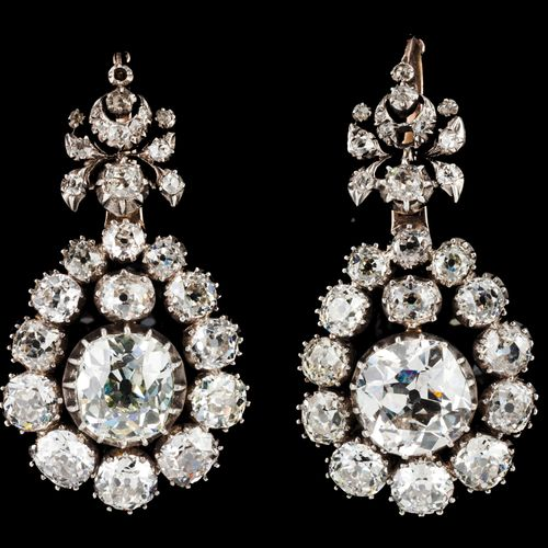 Na important pair of drop earrings Silver and gold, 19th century  Set with 30 an…