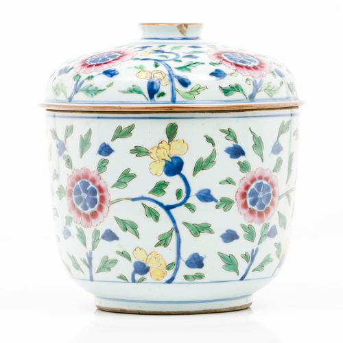 A box with cover Chinese export porcelain  Polychrome floral decoration  Qianlon…