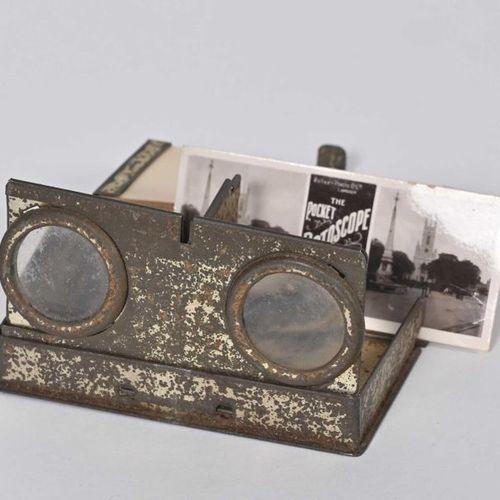 """The Pocket Rotoscope"" en métal avec 12 vues stéréo de Brighton. Bel objet en fo…"