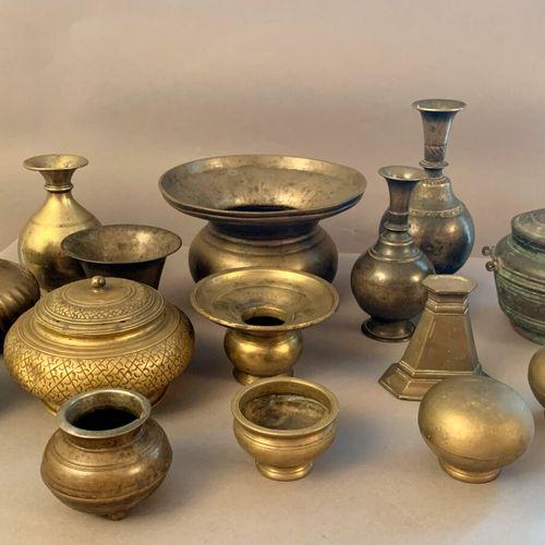 Bronze set and dinnerware comprising: vases, spittoons, tsampas, covered pot  Ne…