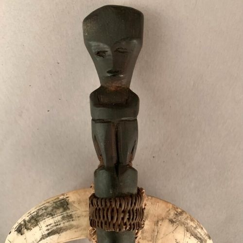 "Lot ""varia"" including: two sided polished stone axe, African wooden jewelry and …"