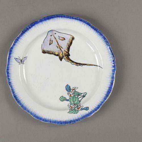 CREIL MONTEREAU  Importante partie de service de table nommé Rousseau en faïence…