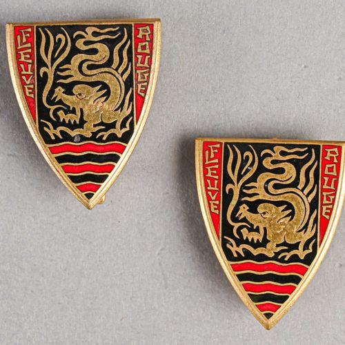 France Lot de deux insignes marine fleuve rouge  En métal et émail, Drago Paris …