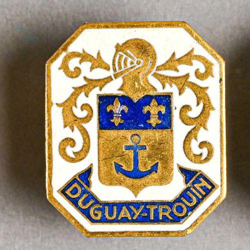 France Lot de trois insignes marine Navire Duguay Trouin  En métal et métal, fab…