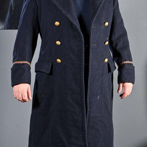 FRANCE ET DIVERS Lot d'uniformes  Aviation et divers  Deuxième moitié du XXème s…