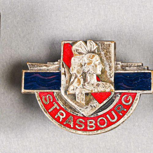 France Lot de trois insignes marine  En métal et émail, différents fabricants, S…