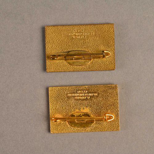 France Lot de deux insignes Sous Marin Jules Verne  En métal et émail, fabricati…