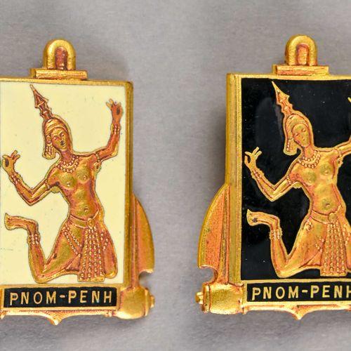 France Lot de deux insignes marine Pnom Penh  En métal et émail, l'un sur fond n…