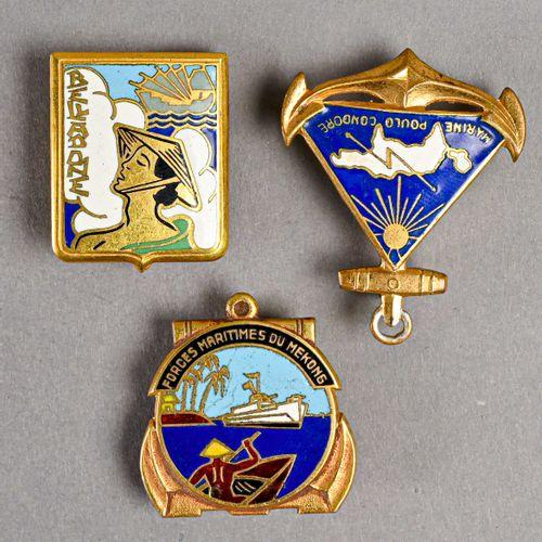 France Lot de trois insignes marine Indochine  En métal et émail