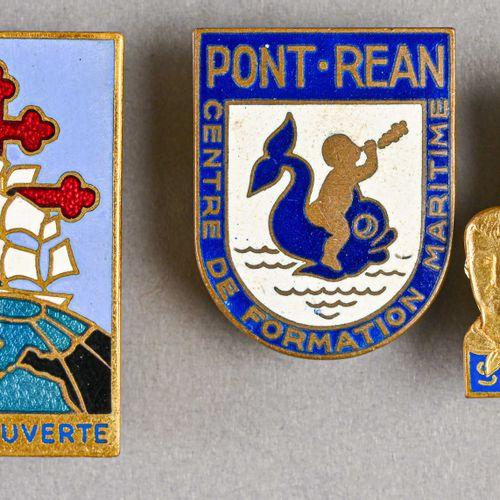 France Lot de trois insignes de navire  Fabrication d'avant et d'après guerre, «…