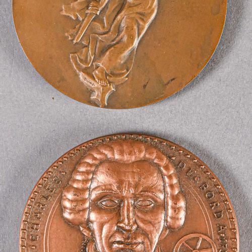France Lot de deux médailles de table ayant appartenues à l'Amiral Ortoli  Libér…