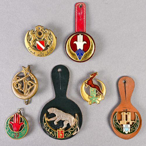 France Lot d'insignes tirailleur en métal et émail, différentes fabrications, ce…