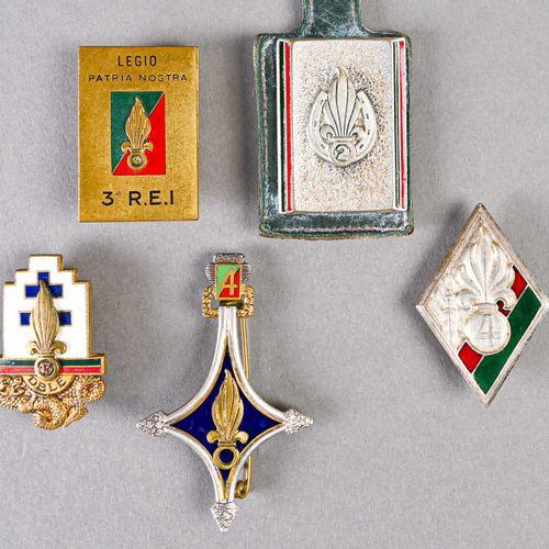 France Lot d'insignes Légion  Epoque Algérie, différente fabrication