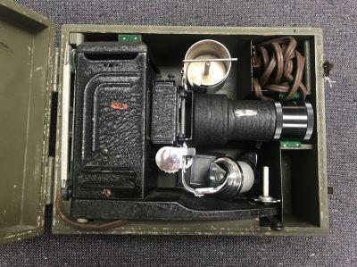 USA Projecteur PH 222 Dans sa boite en bois peint en vert compartimentée , câble…