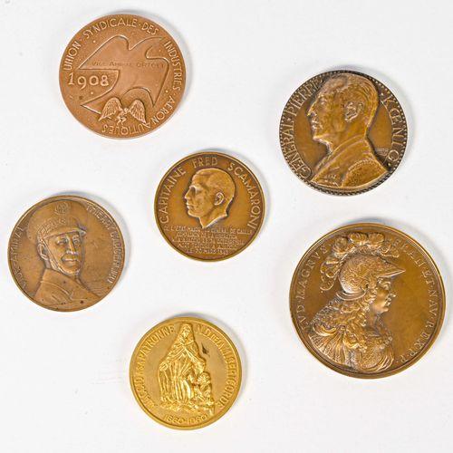 France Lots de Medailles de table en bronze  Données au cours de sa carrière à l…