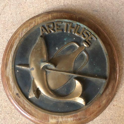 TAPE DE BOUCHE de l'Aretuze en bronze socle bois  D. 16 cm