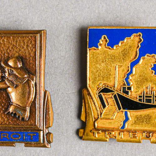 France Lot de quatre insignes de navire  L'Adroit, le Trieux, le Frondeur et l'I…
