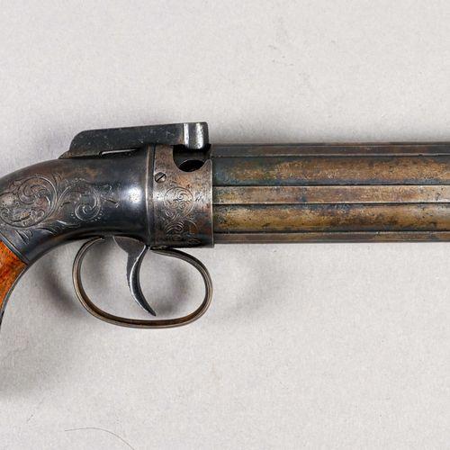 USA Revolver poivrière Allens  Bâti acier bronzé décoré de rinceaux, crosse bois…
