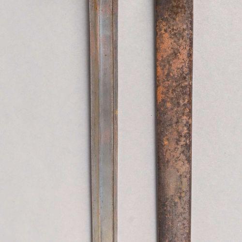 France Baïonnette de mousqueton 1892  Entièrement débronzée, quillon court, vend…