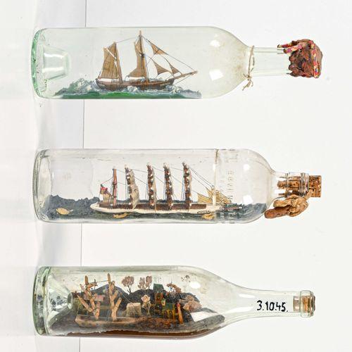 Trois bateaux miniatures en bouteilles L. 28 cm