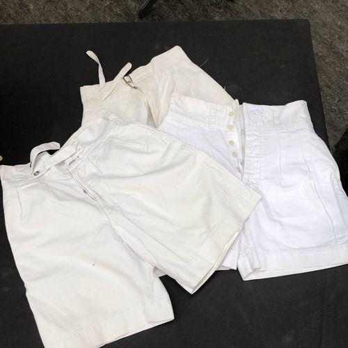 AUSTRALIE Lot de trois shorts ayant appartenus à l'Amiral Ortoli En coton blan…