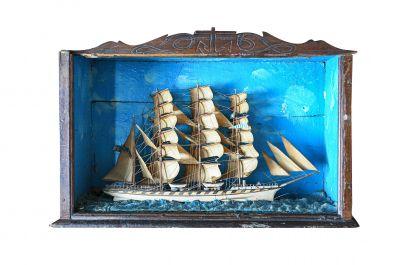 Petite maquette diorama dans une vitrine en bois sculpté Fin XIXème, début XXème…