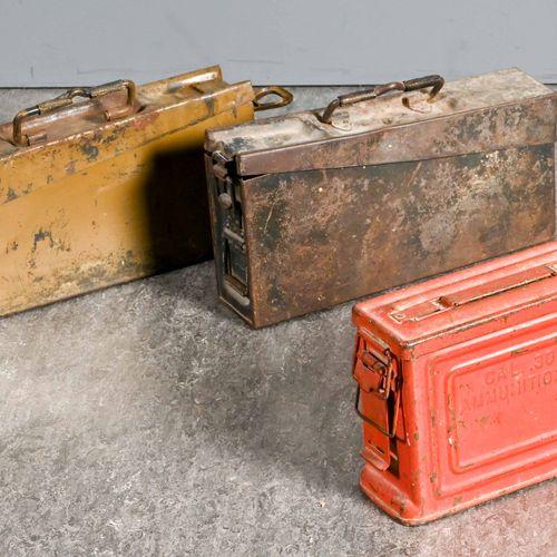Allemagne Lot de deux caisses de munition de MG en aluminium, dont l'une peinte …