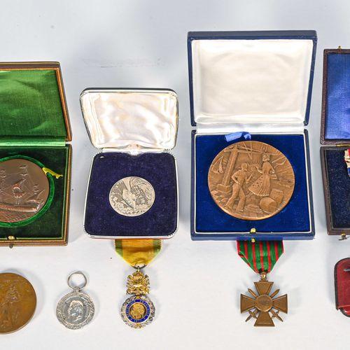 France Fort lot de médailles de table, civiles et militaires du XIXe et XXe sièc…