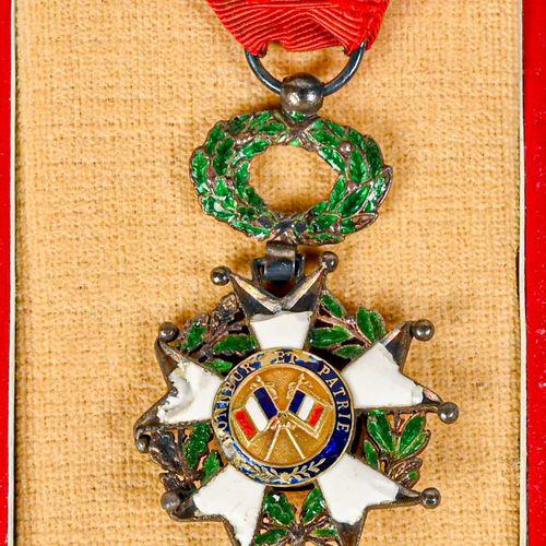 France Etoile de la Légion d'Honneur ayant appartenue à l'Amiral Ortoli  En arge…