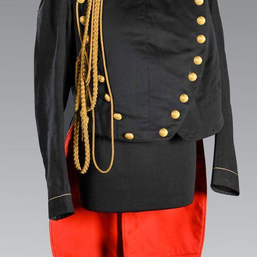 France Habit veste d'officier d'Etat Major des places.  En drap bleu et rouge à …