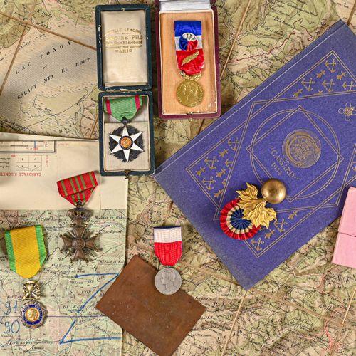 France Lot de médailles et écrin en vrac ayant appartenus à la famille Ortoli  V…
