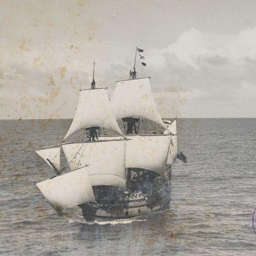 Ensemble comprenant vingt cinq photos de bateaux et d'équipage en noir et blanc,…