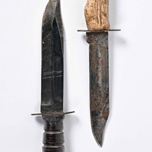 USA Lot de deux poignards dont un en corne de cerf  Un Camilus US poignée en cui…