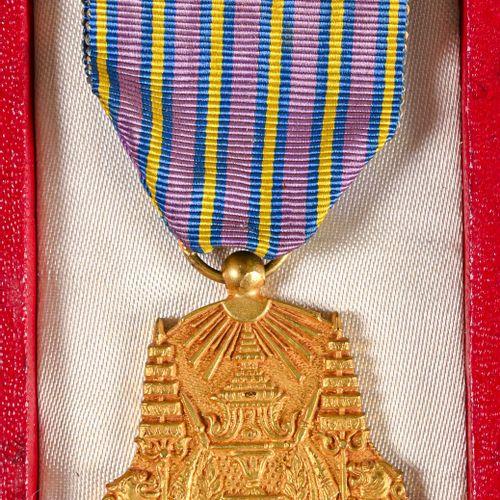 CAMBODGE Médaille du couronnement de première classe du Roi Norodom Sihanouk att…