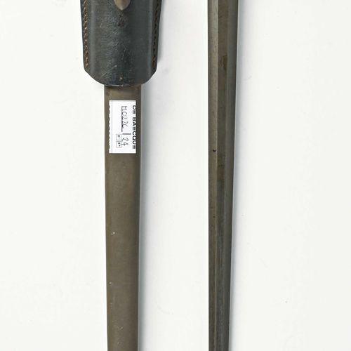 EUROPE Baionnette système Mauser  Poignée bois, entièrement phosphatée , fourrea…