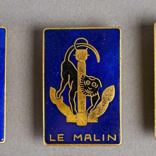 """France Lot de trois insignes """"Le Malin""""  En métal et émail, fabrication Augis St…"""