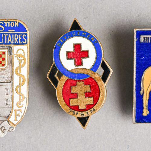 France Lot de trois insignes service de santé  Deux sections d'infirmier et un h…