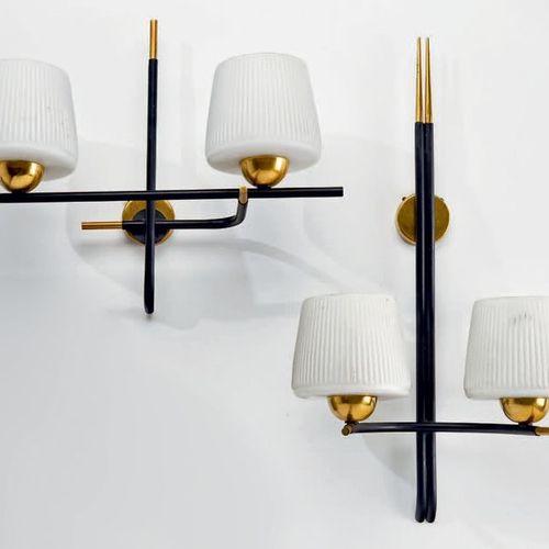 Maison ARLUS Suite de deux appliques à deux lumières, structures en métal laqué …